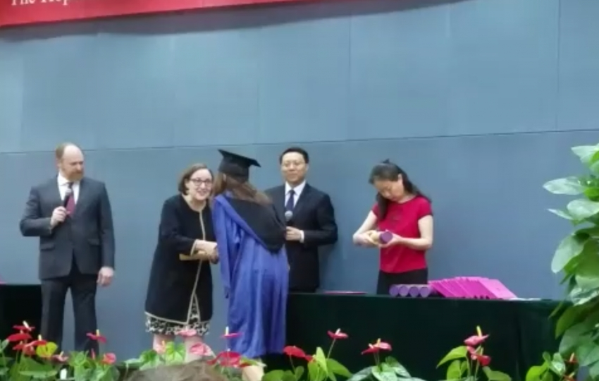 Adiós China, Adiós Nanjing ( y V): graduación